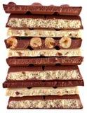 白色和黑暗的巧克力片断  免版税库存图片