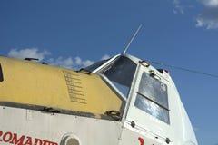 白色和黄色飞机 库存图片