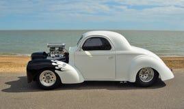 白色和黑Hotrod机动车 库存照片