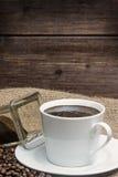白色咖啡的葡萄酒照片 垂直 库存图片