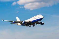 白色喷气机客机 库存图片