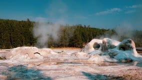 白色喷泉,黄石国家公园 免版税库存图片