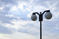 白色圆灯具在室外地点 免版税库存图片