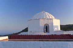 白色圆顶房子在拔摩岛,希腊 库存照片