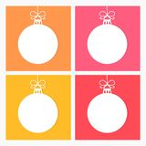白色圣诞节快乐在五颜六色的背景设置的球装饰品 皇族释放例证