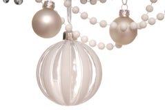 白色圣诞节树装饰 免版税库存照片