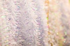 白色圣诞节闪亮金属片 免版税图库摄影