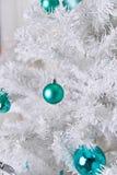 白色圣诞节结构树 免版税库存照片