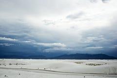 白色在一多云天铺沙国家历史文物 免版税图库摄影