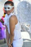 白色在哥本哈根同性恋自豪日节日的天使佩带的面具2013年 库存图片