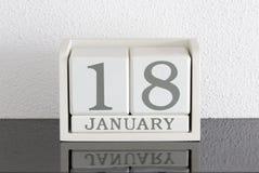 白色块日历礼物日期18和月1月 免版税库存照片
