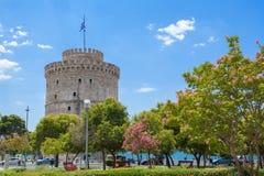 白色塔在江边的Lefkos皮尔戈斯在塞萨罗尼基 马其顿,希腊 免版税库存图片