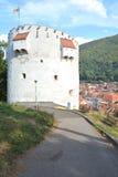 白色塔,中世纪设防在布拉索夫, Transilvania 免版税库存照片