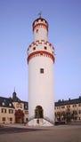 白色塔(Schlossturm)在巴特洪堡 德国 免版税图库摄影