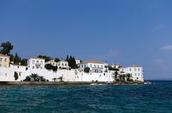白色墙壁和海 免版税库存照片