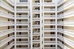 白色大厦走廊透视 图库摄影
