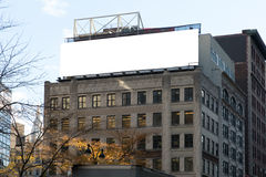 白色大广告牌和踏台 免版税库存照片