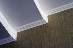白色天花板绿色墙纸 免版税图库摄影