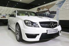 白色奔驰车c63 amg小轿车汽车 免版税图库摄影