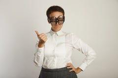 白色女衬衫的老师有3副眼镜的 免版税库存图片