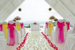 白色婚礼教堂。 免版税库存照片