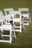 白色婚礼椅子 免版税图库摄影