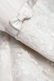 白色婚礼礼服 免版税库存照片