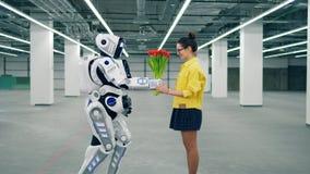 白色对它的朋友女孩的靠机械装置维持生命的人礼物红色郁金香 股票视频