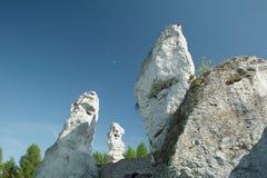 白色岩石在Ogrodzieniec 图库摄影