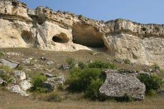 白色岩石的洞 库存照片