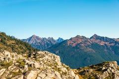 白色岩石,在远足区域,在Mt的风景看法的艺术家点的看法 噬菌体 库存照片