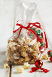 白色巧克力和薄荷玉米花 免版税库存照片