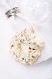 白色巧克力欢乐圣诞节花圈 图库摄影