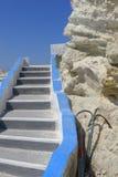 白色希腊石步 免版税库存照片