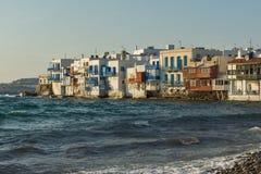 白色房子在米科诺斯岛的,基克拉泽斯海岛,希腊一点威尼斯 免版税库存图片