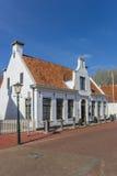 白色房子在Aduard histroical村庄  图库摄影