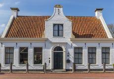 白色房子在Aduard histroical村庄  免版税库存图片