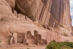 白色房子废墟在Canyon de Chelly国家历史文物 免版税库存图片