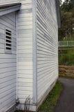 白色房屋板壁房子 免版税库存图片
