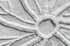 白色手刺绣 免版税库存图片