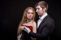 白色手套的男人和白肤金发的妇女 免版税图库摄影