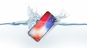 白色打破的智能手机嘲笑秋天在水中, 3d翻译 库存图片