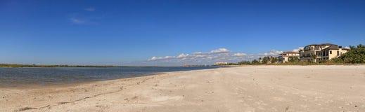 白色接近Tigertail海滩的沙子私有海滩在Marco Islan 免版税库存图片