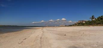 白色接近Tigertail海滩的沙子私有海滩在Marco Islan 库存照片