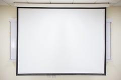 白色放映机屏幕 免版税图库摄影