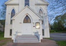 白色教会入口在新斯科舍 免版税图库摄影