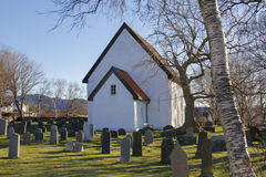 白色教会和坟园 库存图片