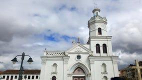 白色教会在昆卡省厄瓜多尔 免版税图库摄影