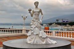 白色新娘雕塑在Gelendzhik 库存照片