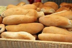 白色新鲜的有壳的面包或长方形宝石 图库摄影
